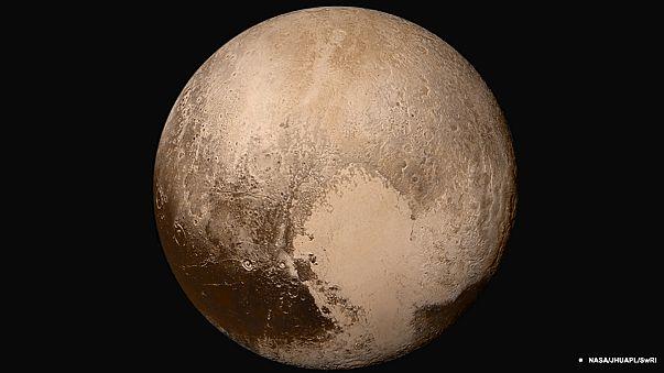 Des mouvements de glace sur la surface de Pluton