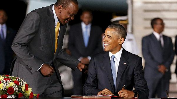 اوباما يتناول العشاء مع عائلته الكينية