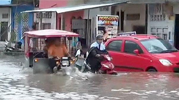 Peru sağanak yağışla sular altında kaldı