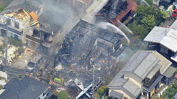 Giappone, aereo precipita a Tokyo: 3 vittime