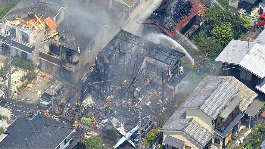 Tóquio: Queda de avião em zona residencial faz 3 mortos