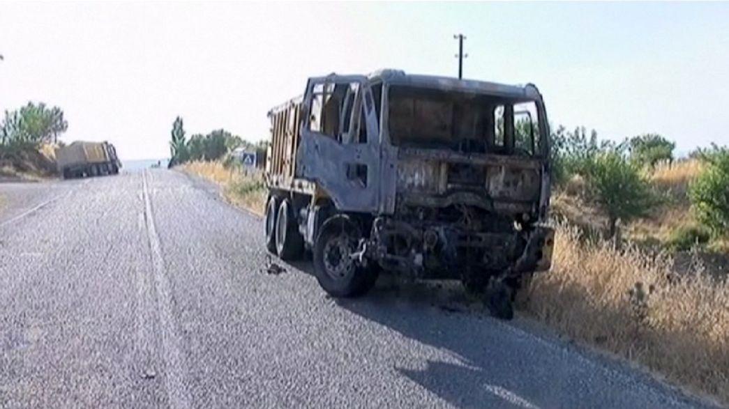 """مقتل جنديين تركيين في تفجير سيارة مفخخة في مدينة """"ديار بكر"""""""