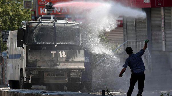 Gazi'de eylemcilerle polis çatıştı