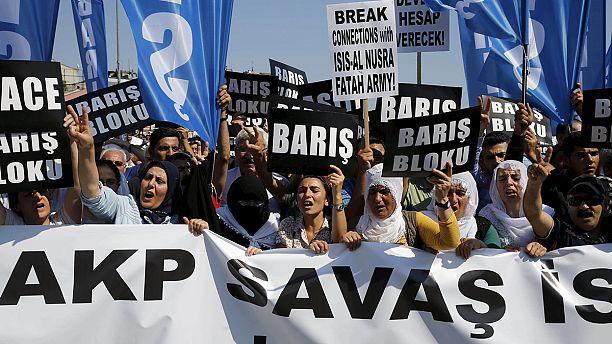 Türkei: Polizist bei Ausschreitungen in Istanbul getötet - HDP hält friedliche Kundgebung ab