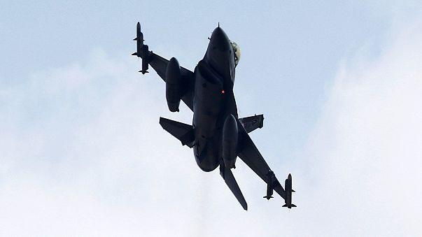 La Turchia intensifica gli attacchi aerei contro i curdi