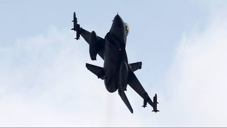 Турецкие танки обстреляли курдские позиции в Сирии