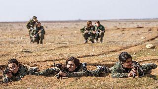 Fiatal lányok harcolnak a szíriai kurdok oldalán