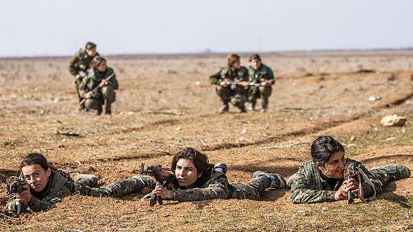 Suriye'de IŞİD'le savaşta kadınlar ön saflarda
