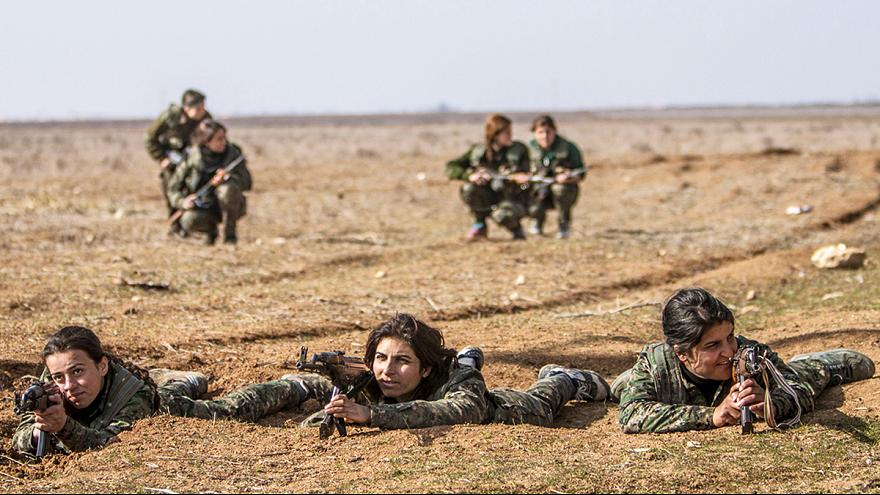 Kurdish women fighting ISIL on the frontline