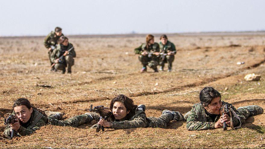 Conheça as YPJ, as mulheres que combatem o grupo Estado Islâmico