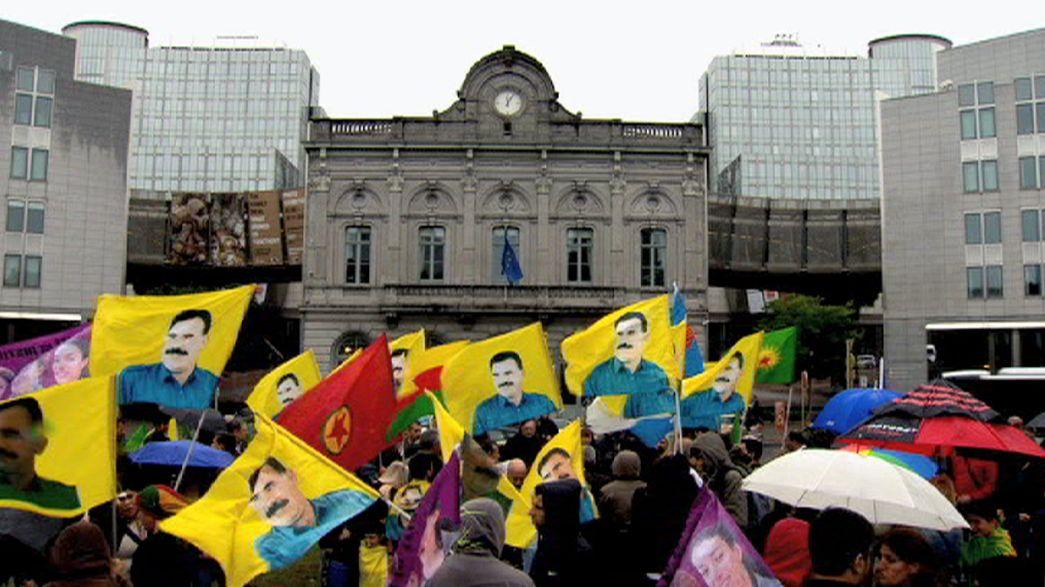 Manifestantes pro PKK en Bruselas contra la ruptura del proceso de paz