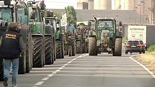 Fransız çiftçiler tarım ürünleri ithalatı yapan firmalara öfkeli