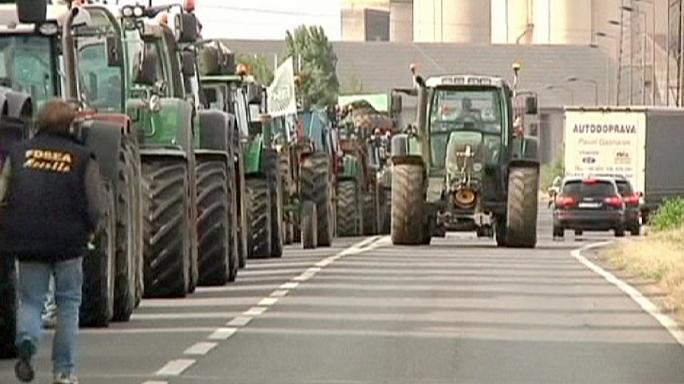 Roads blocked and manure dumped in further French farmer protests