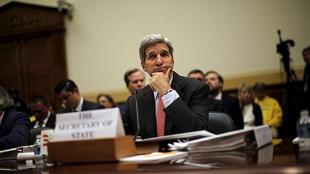 Kerry garante no Congresso que o Irão vai continuar sob pressão