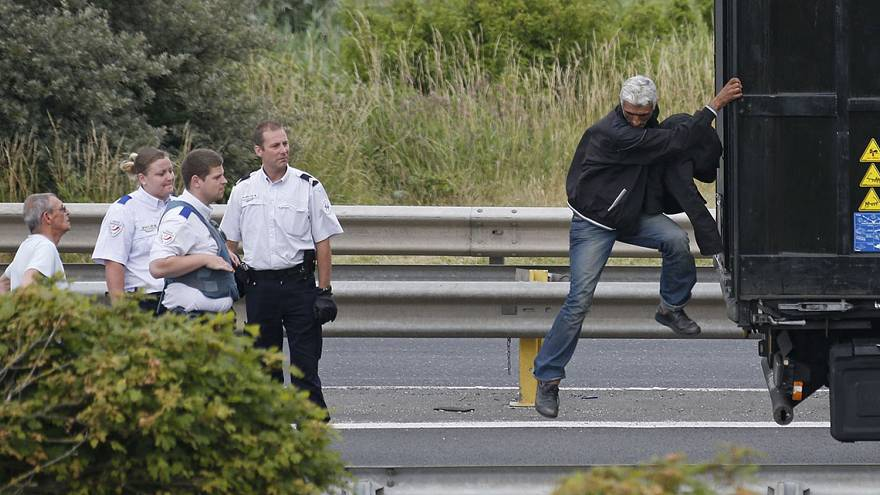 Migrant killed near Tunnel amid mass attempt to cross channel