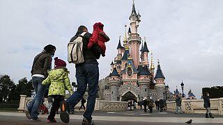 دیسنی لند پاریس مقررات اتحادیه اروپا را نادیده گرفته است