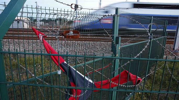 More police for Channel Tunnel as UK and France pledge to tackle migrant crisis