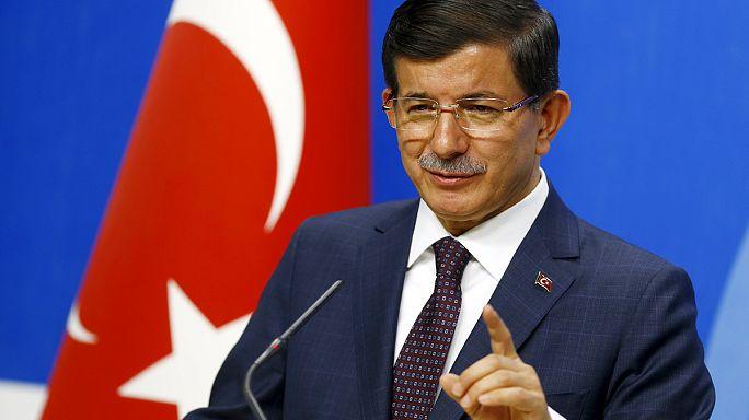 """Ahmet Davutoğlu: """"Terörün hedefi Türkiye ve demokrasisi"""""""