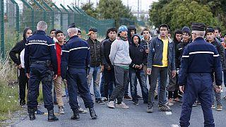 پلیس فرانسه شب گذشته مانع از ورود ۳۰۰ مهاجر به تونل مانش شد