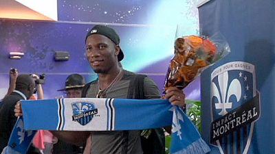 Didier Drogba causa euforia inédita no aeroporto de Montreal