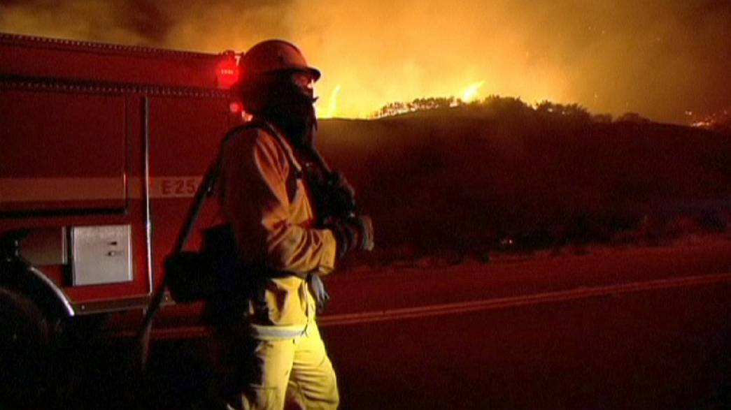 Centenares de evacuados en California por un incendio forestal