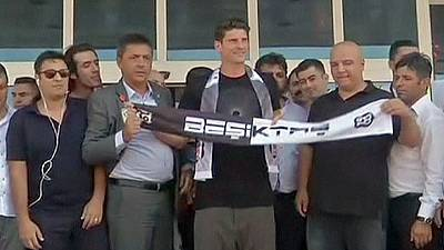 Germany striker Mario Gomez joins Besiktas