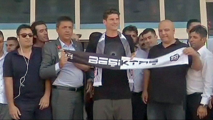Beşiktaş Mario Gomez'i kaptı