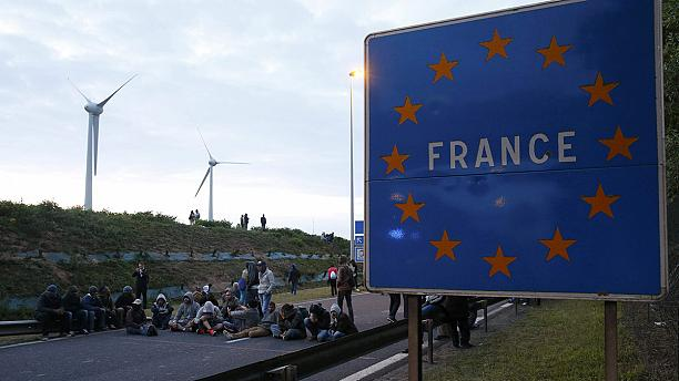 Migrant crisis becomes hot political issue in Britain and France