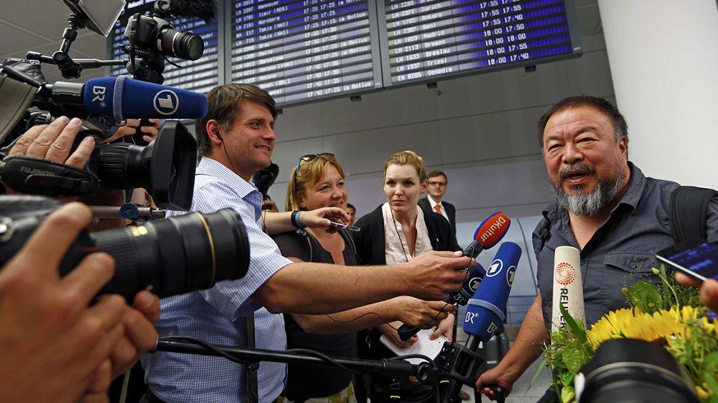 Ai Weiwei chega à Alemanha para primeira viagem em quatro anos