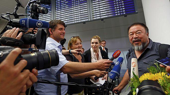 Çinli muhalif sanatçı Weiwei dört yıl sonra yurt dışında