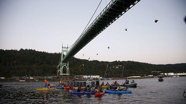 Greenpeace protest halts icebreaker in Oregon