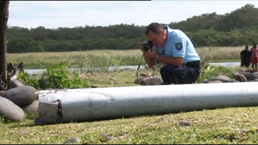 انتقال قطعه پیدا شده از هواپیما به آزمایشگاه تولوز فرانسه