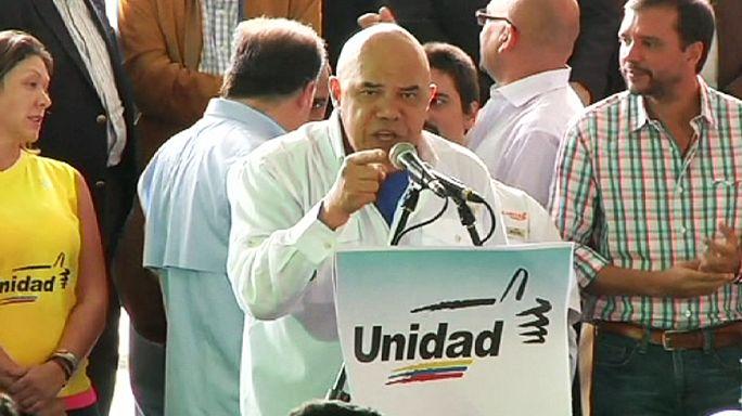 A bunkó emelgetése is a kampány része Venezuelában