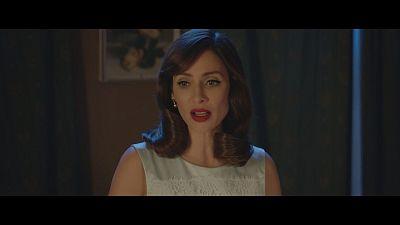 Natalie Imbruglia interpreta sucessos masculinos