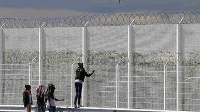 """Großbritannien will sich """"Hand in Hand"""" mit Frankreich gegen Migranten in Calais abschotten"""