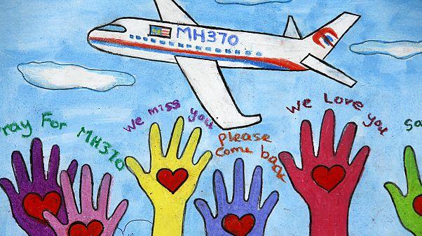 """نقل حطام طائرة إلى باريس في محاولة لحل لغز اختفاء الرحلة """"ام اتش 370"""""""