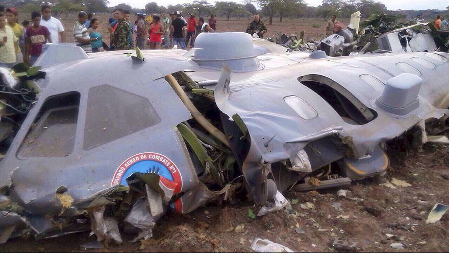 Mueren 11 militares colombianos en un accidente de avión al norte del país