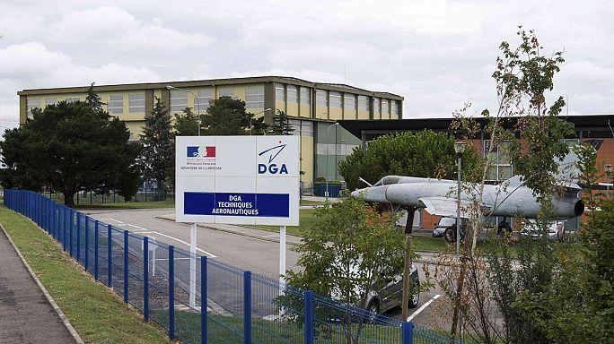 """Обломок """"Боинга"""", найденный на Реюньоне, доставлен во Францию"""