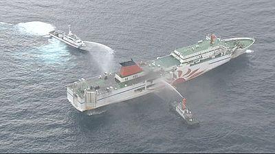 Japão: 93 pessoas resgatadas com vida de um incêndio num ferry