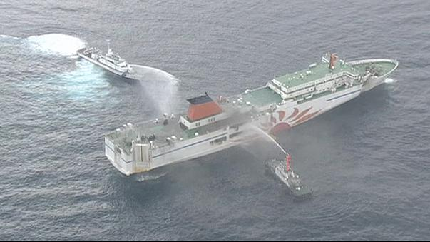 Japonya'da yolcu feribotu alev aldı