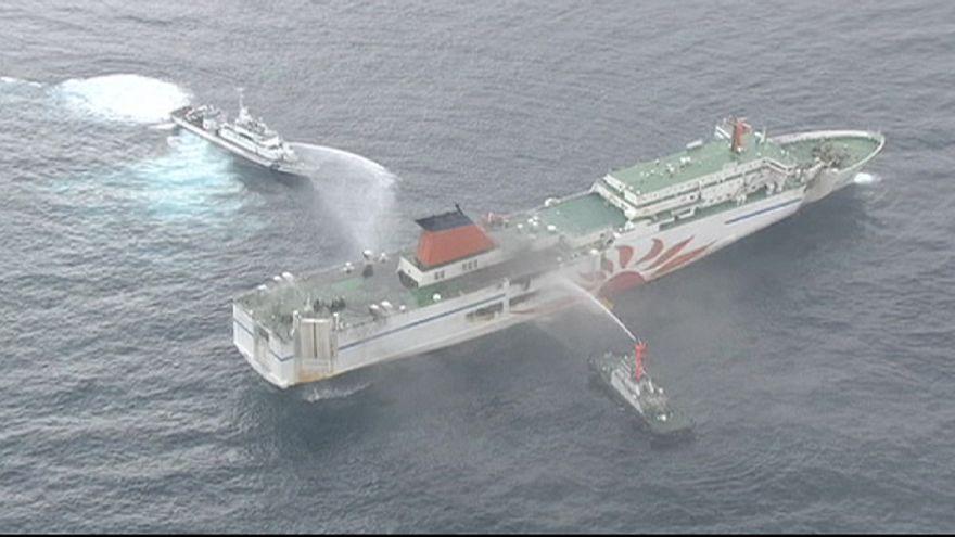 Giappone, traghetto in fiamme: ancora disperso un membro equipaggio. Tutti salvi i passeggeri
