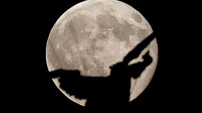 Ángel de la luna azul