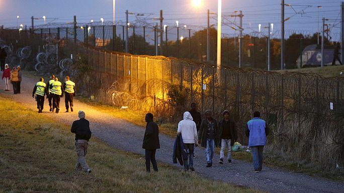 Calais'de göçmen tansiyonu geriledi