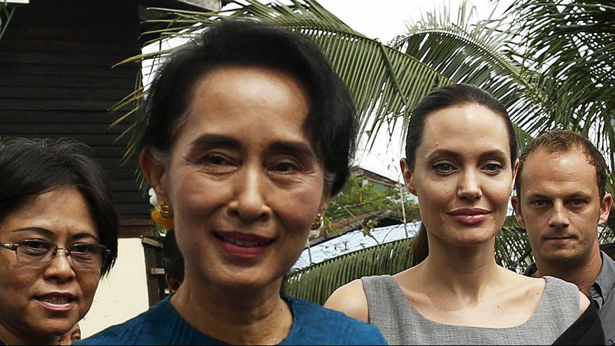 Angelina Jolie visita a mujeres trabajadoras y a la líder opositora en Birmania