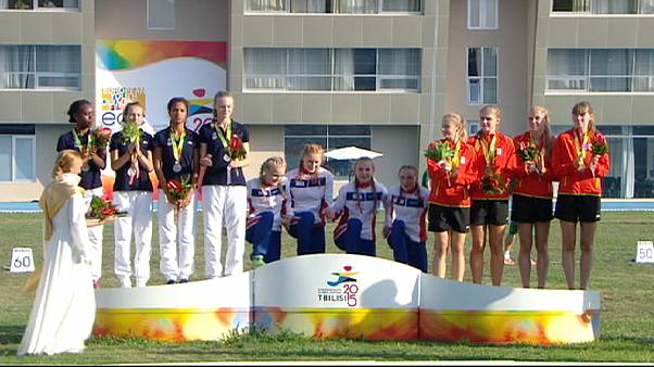 Пятая медаль Джо Коннора Фрейзера, победы Франции и Норвегии в легкоатлетических эстафетах