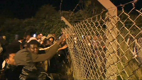 Tömeges áttörési kísérlet Calais-ban