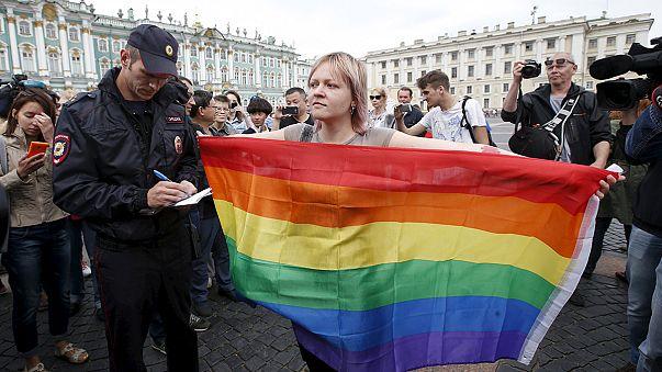 Rusya'da eşcinsellerin yürüyüşüne polis müdahalesi