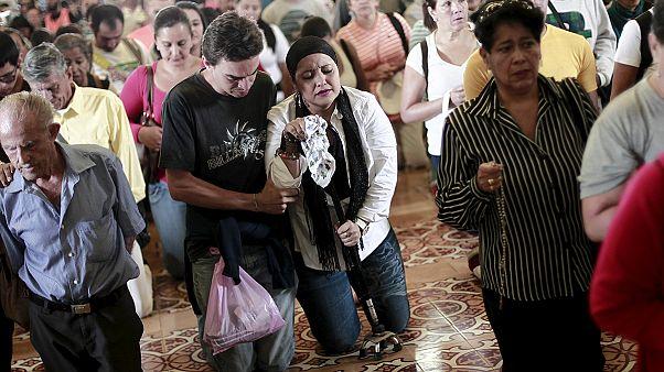 Costa Rica pilgrims walk on their knees to shrine