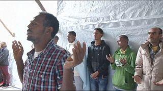 A Calais si prega per la speranza dei vivi e il ricordo dei morti