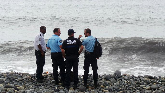 """На Реюньоне найден руль с """"Боинга 777"""", но с какого - неясно"""